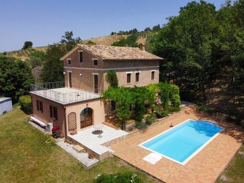 Klein huisje op het platteland in Sant'Angelo in Pontano