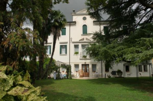 Hus i Caneva