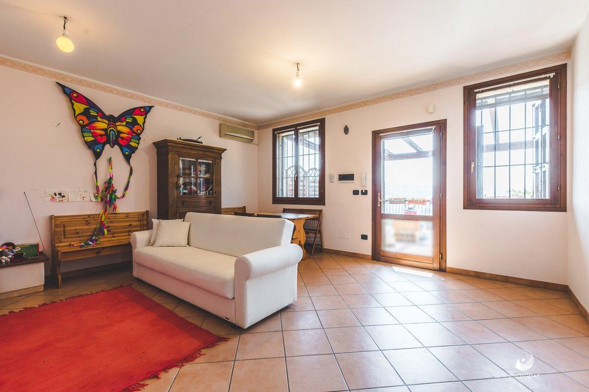 Hus från källare till tak i Bologna