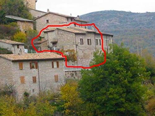 Hus i Vallo di Nera