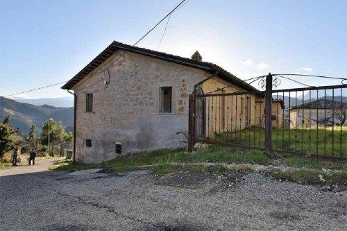 Klein huisje op het platteland in Roccafluvione