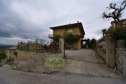 Особняк в Понцано-ди-Фермо