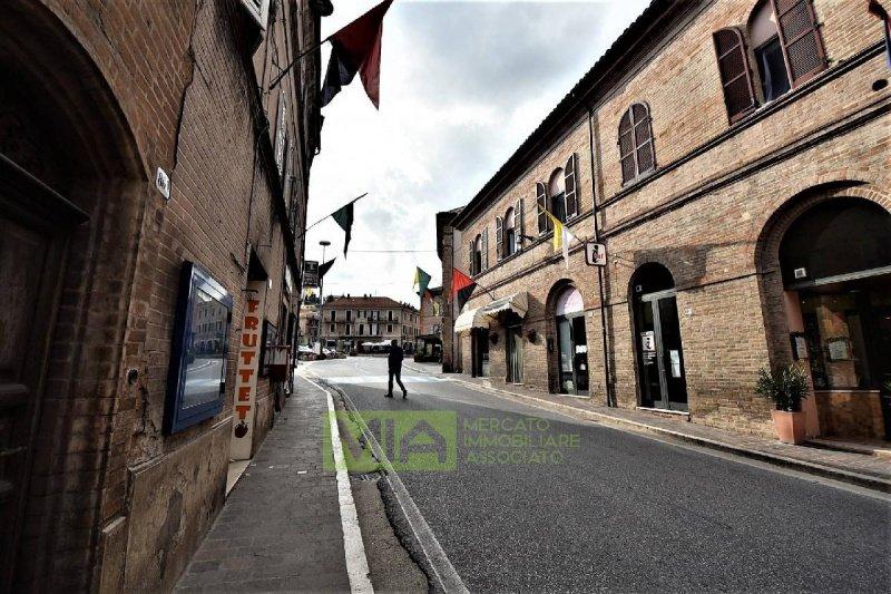 Inmueble comercial en Sarnano