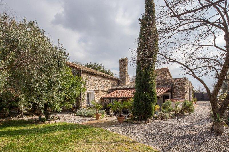 Haus in Cisano sul Neva