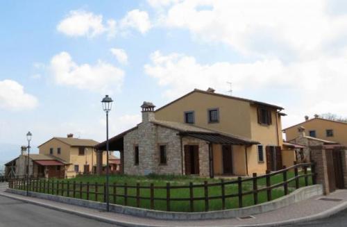 Semi-detached house in Todi