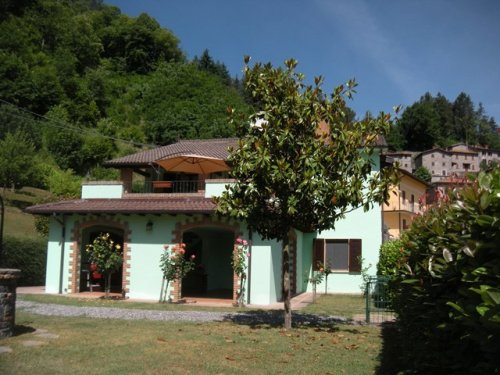 Detached house in Camporgiano