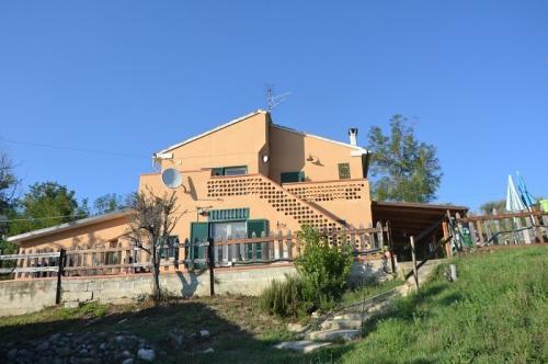Klein huisje op het platteland in Elice