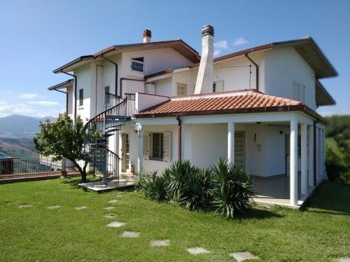 Villa in Castiglione Messer Raimondo