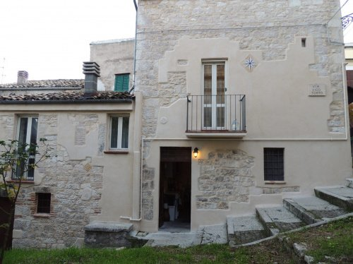 Casa indipendente a San Valentino in Abruzzo Citeriore
