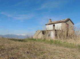 Klein huisje op het platteland in Abbateggio