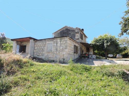 Vrijstaande woning in Abbateggio