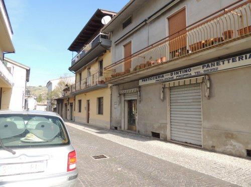 Bâtiment commercial à Torre de' Passeri
