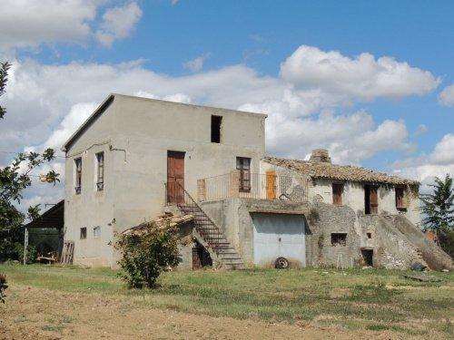 Casa di campagna a Rosciano