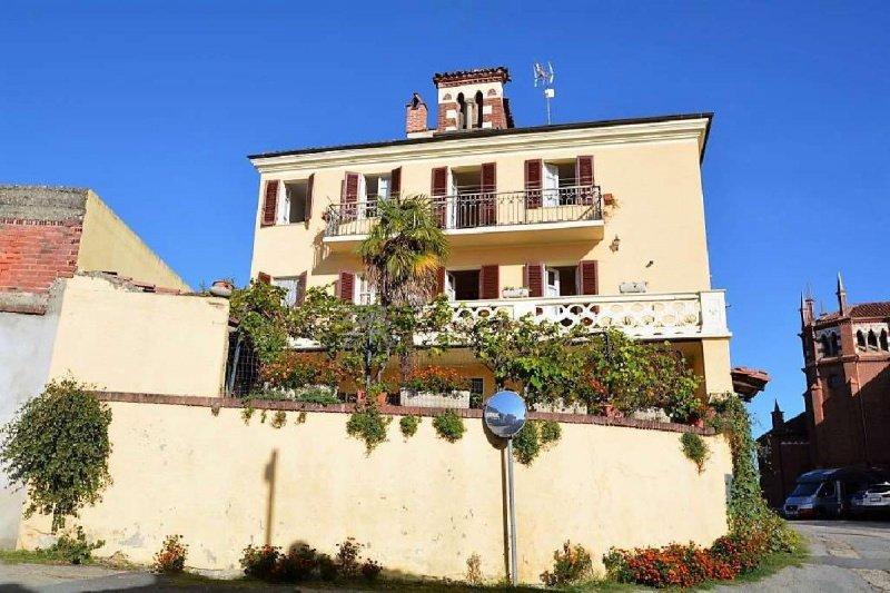 Einfamilienhaus in Pino d'Asti