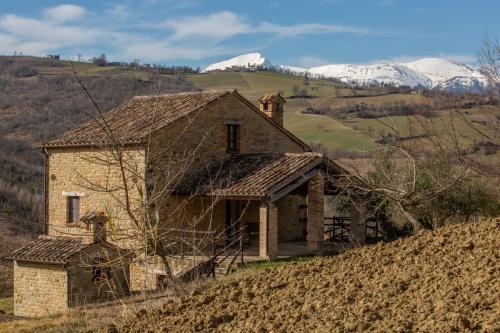 Hus på landet i Penna San Giovanni