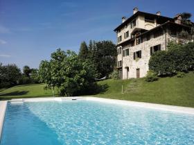 Villa in Porto Valtravaglia