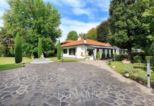 Villa à Vermezzo con Zelo