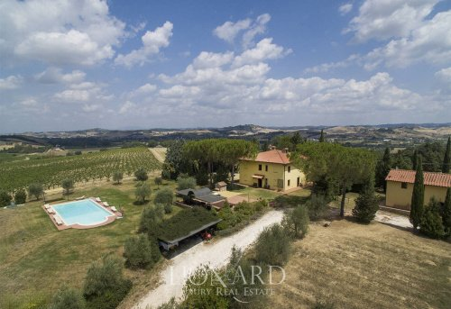 Commercial property in Gambassi Terme