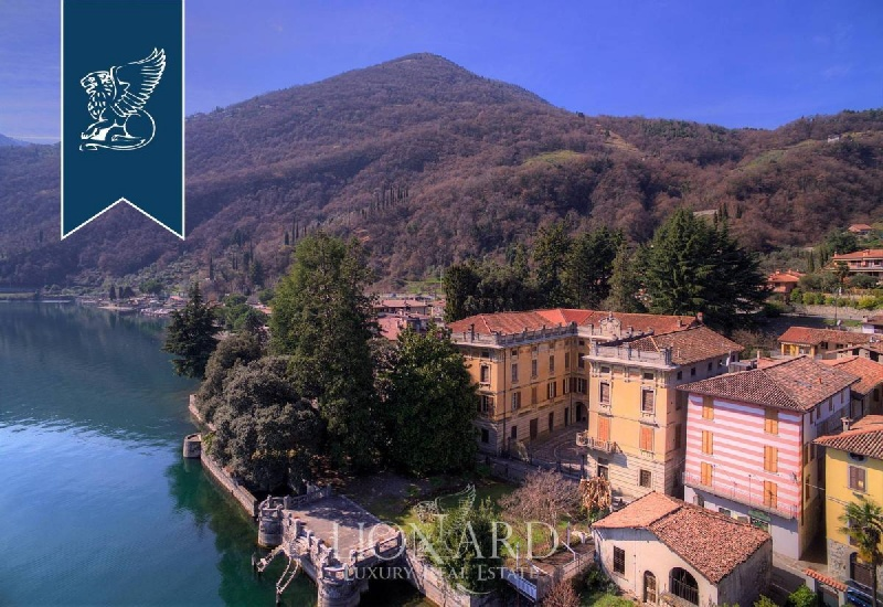 Villa in Riva di Solto