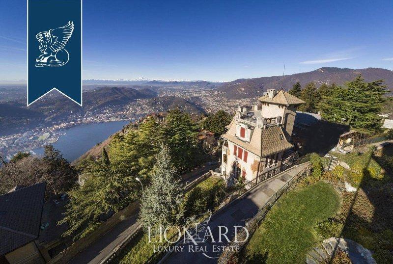 Villa in Brunate