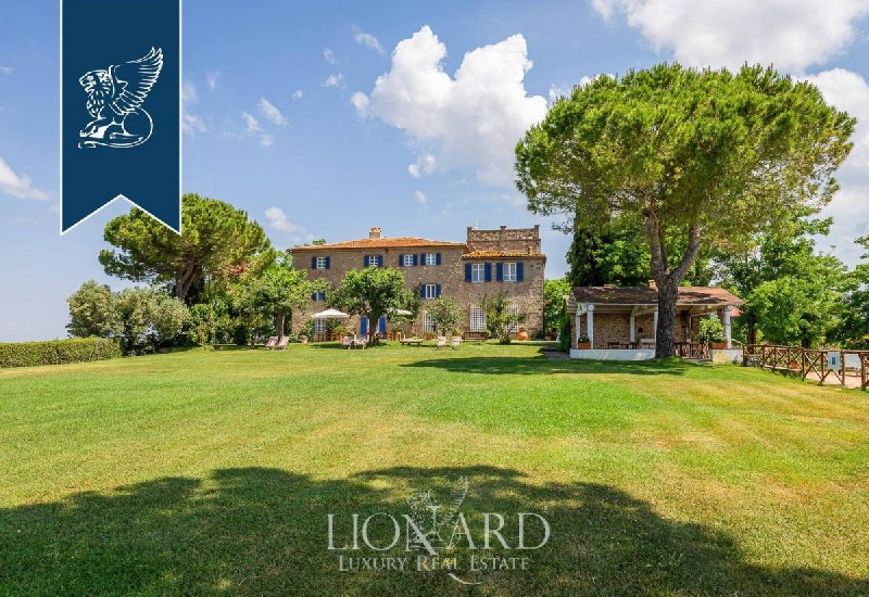 Commercial property in Magliano in Toscana