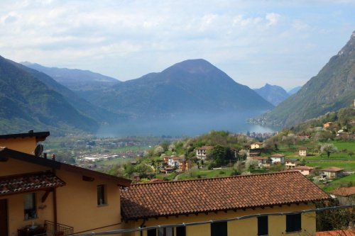 Vrijstaande woning in Carlazzo