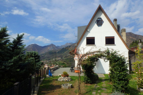 Detached house in Carlazzo