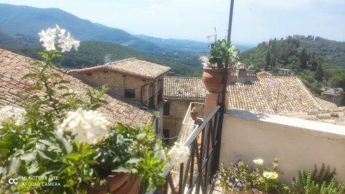 Hus från källare till tak i Casperia