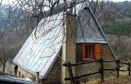 马加萨斜顶木屋