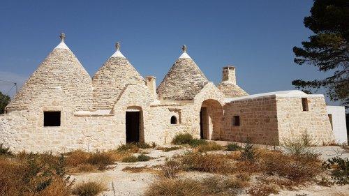 奥斯图尼石砌农庄
