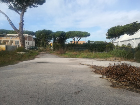 Kommersiell byggnad i Fiumicino