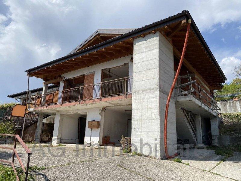 Villa in Arizzano