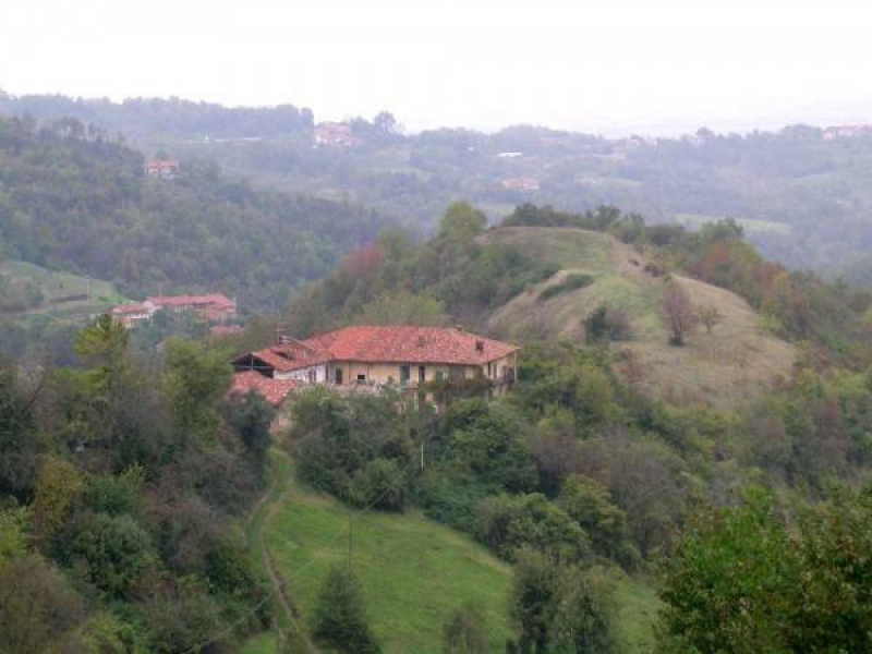 Hus på landet i Tonengo