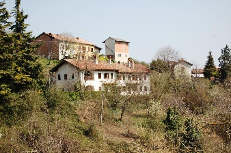 Hus på landet i Mombello Monferrato