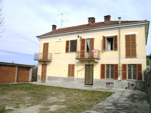 Country house in Rocca d'Arazzo