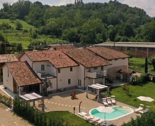 Casa di campagna a Isola d'Asti