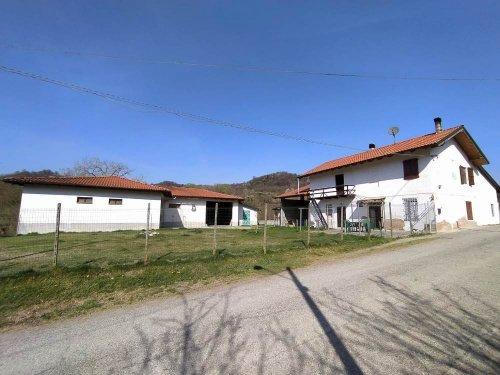 Hus på landet i Odalengo Grande