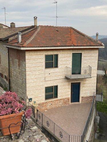 Hus på landet i Serralunga di Crea