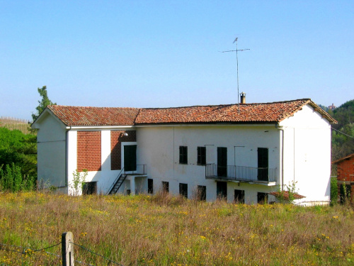 Farmhouse in Cassinasco