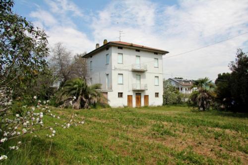 Hus i Ortezzano