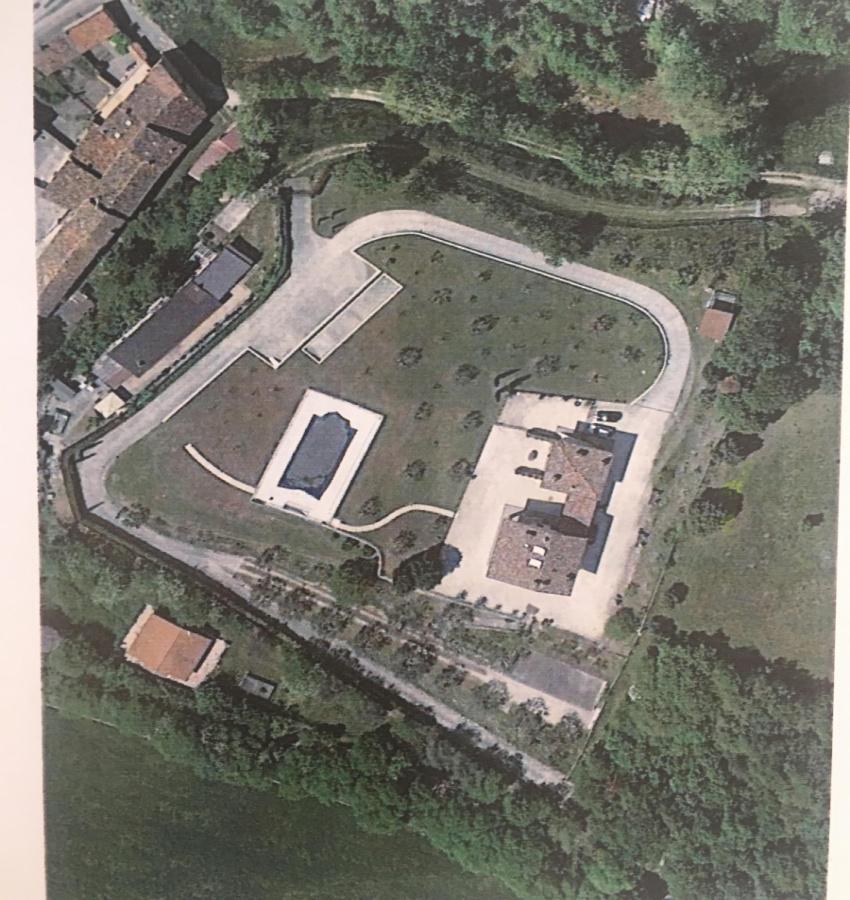 洛纳托德尔加尔达房屋