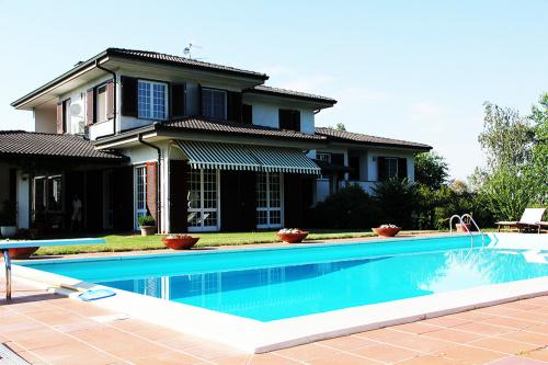 Villa in Incisa Scapaccino