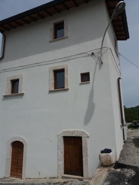 Hus från källare till tak i Navelli