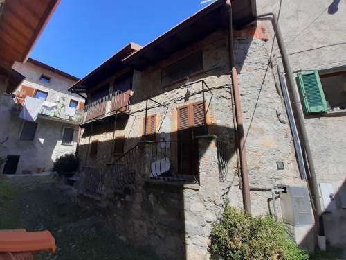 Semi-detached house in Nesso