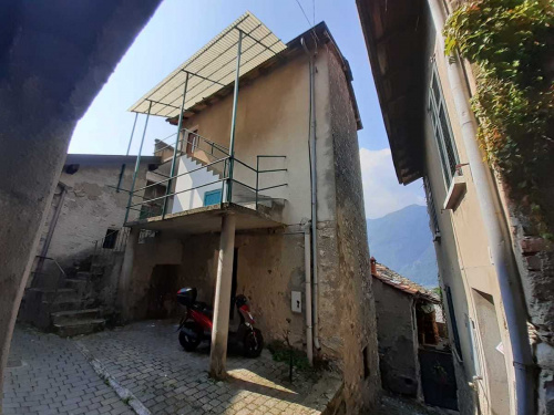 Top-to-bottom house in Nesso