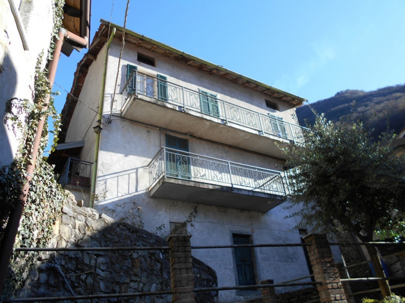 Detached house in Lezzeno