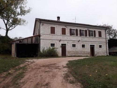 Casa di campagna a Pergola