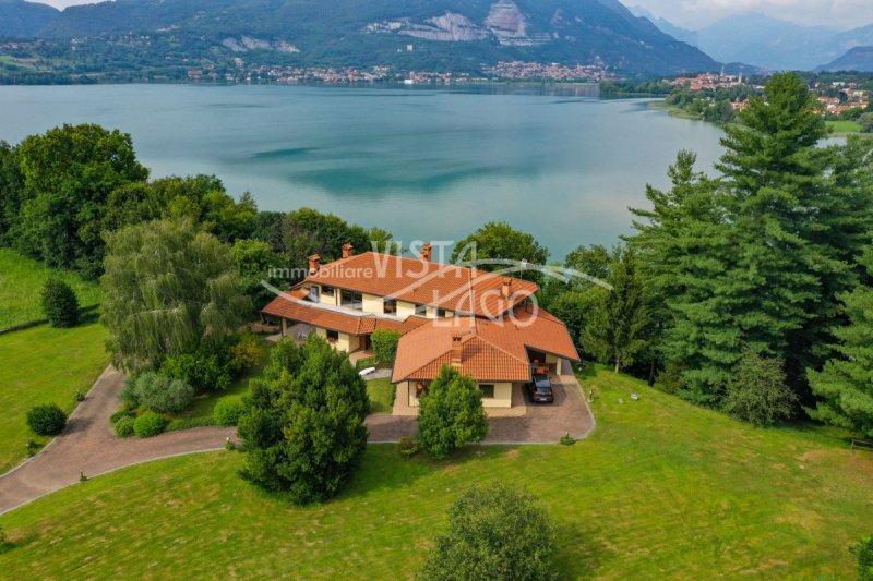 Villa in Pusiano
