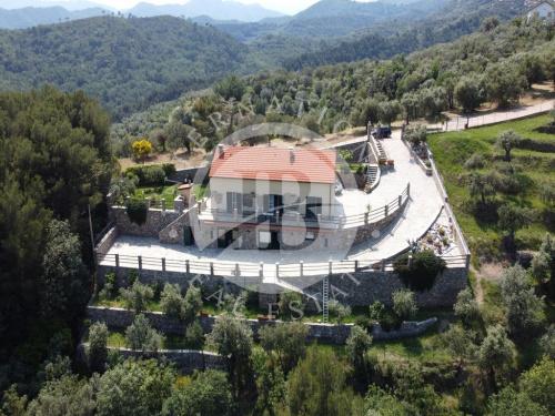 Villa in Arnasco