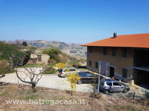 Country house in Santo Stefano Belbo